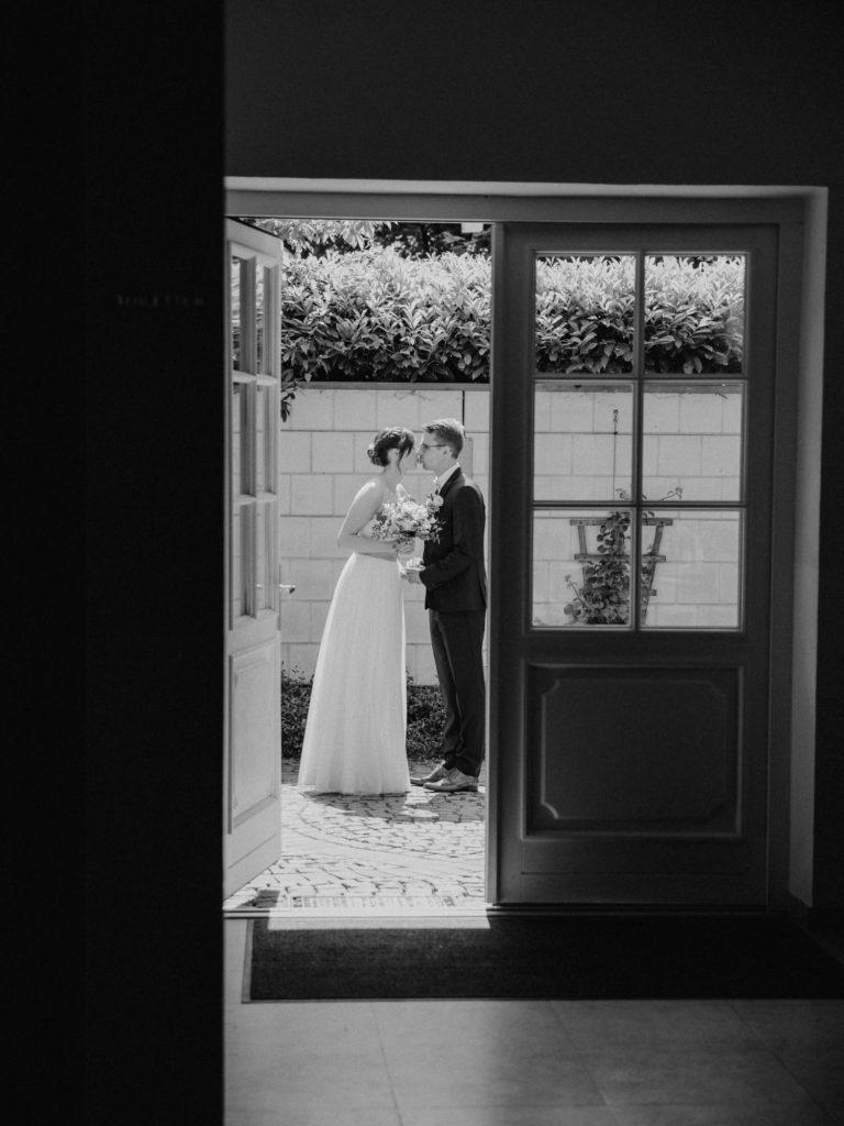 Brautpaar vor dem Hochzeitshaus Bremen Oberneuland