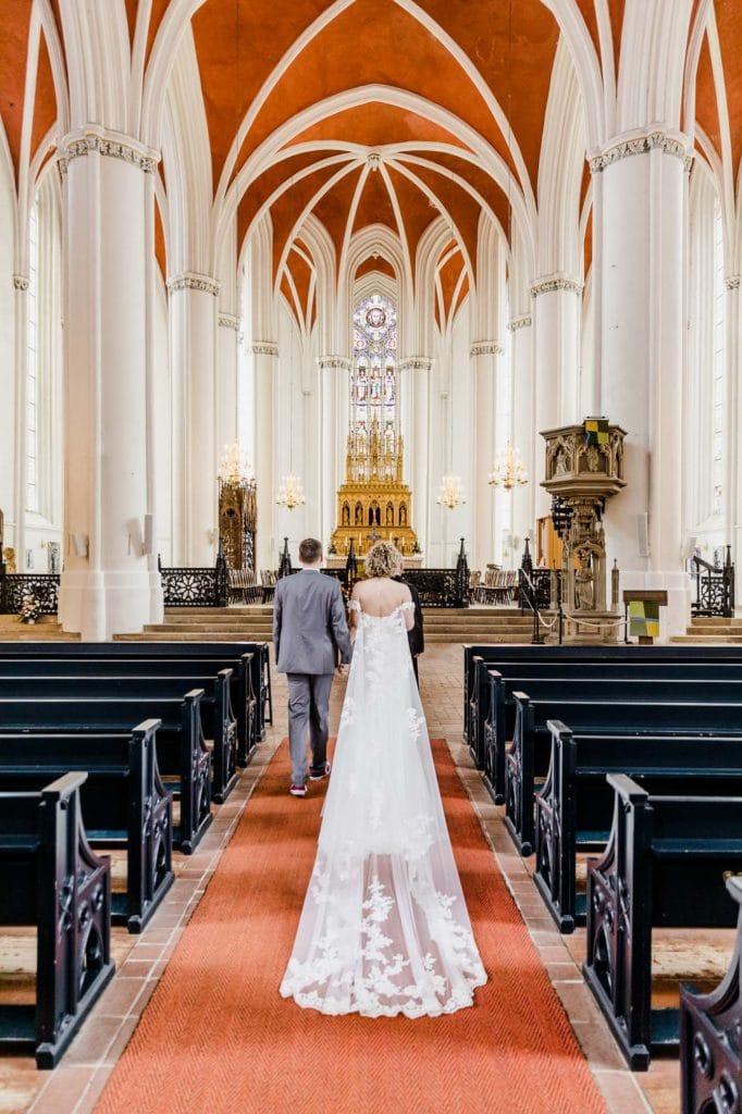 Brautpaar vor Altar Verdener Dom
